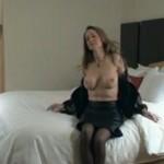 Femme aux gros seins prise par 2 hommes